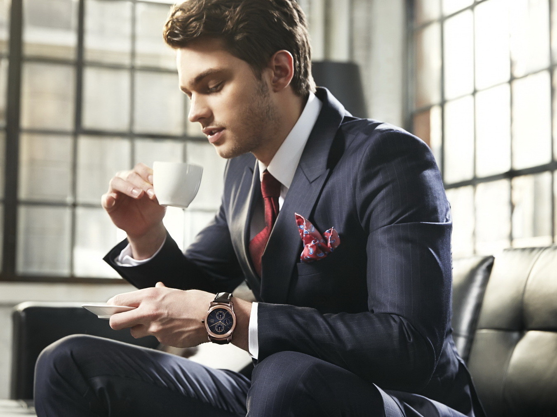 LG Watch Urbane: Bilder und Specs der Smartwatch ...