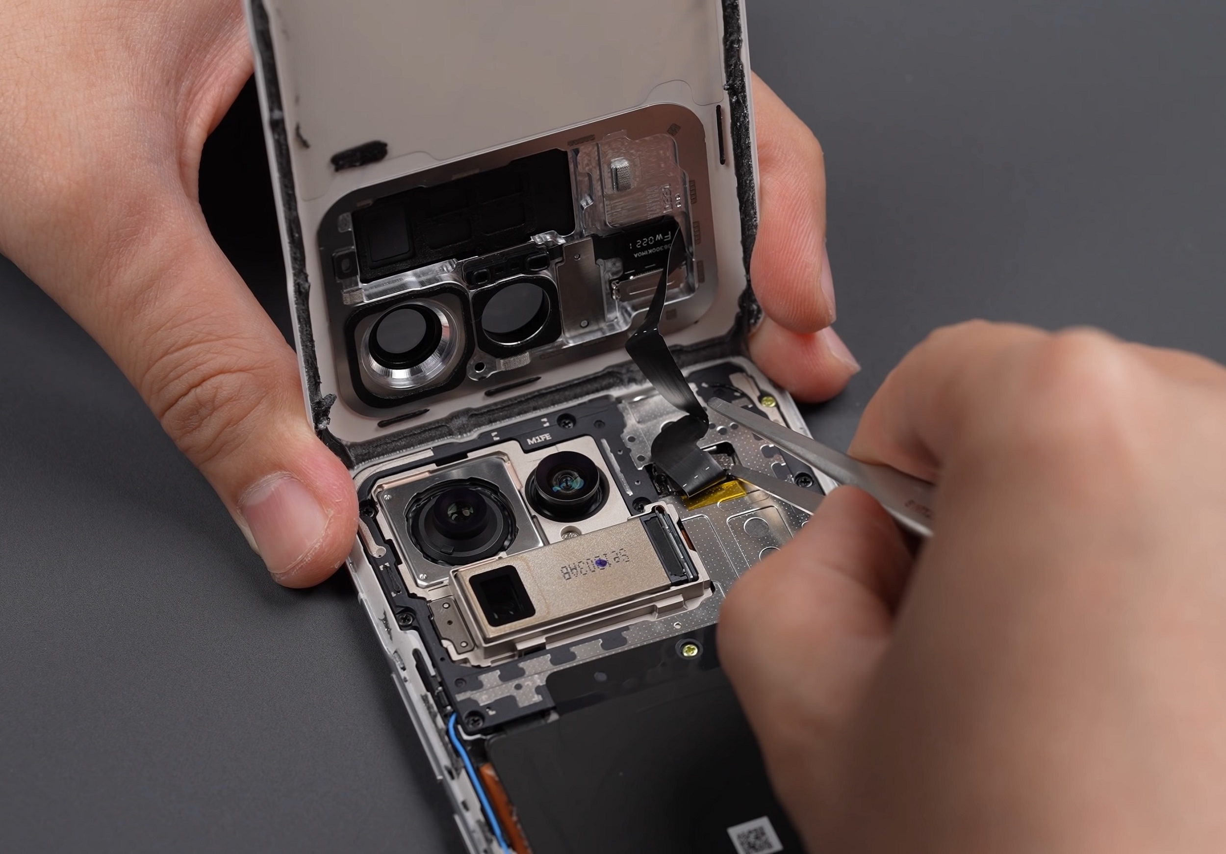 Xiaomi Mi 11 Ultra teardown and comparison video reveals giant camera and  complex cooling system - Notebookcheck.com - Newsy Today