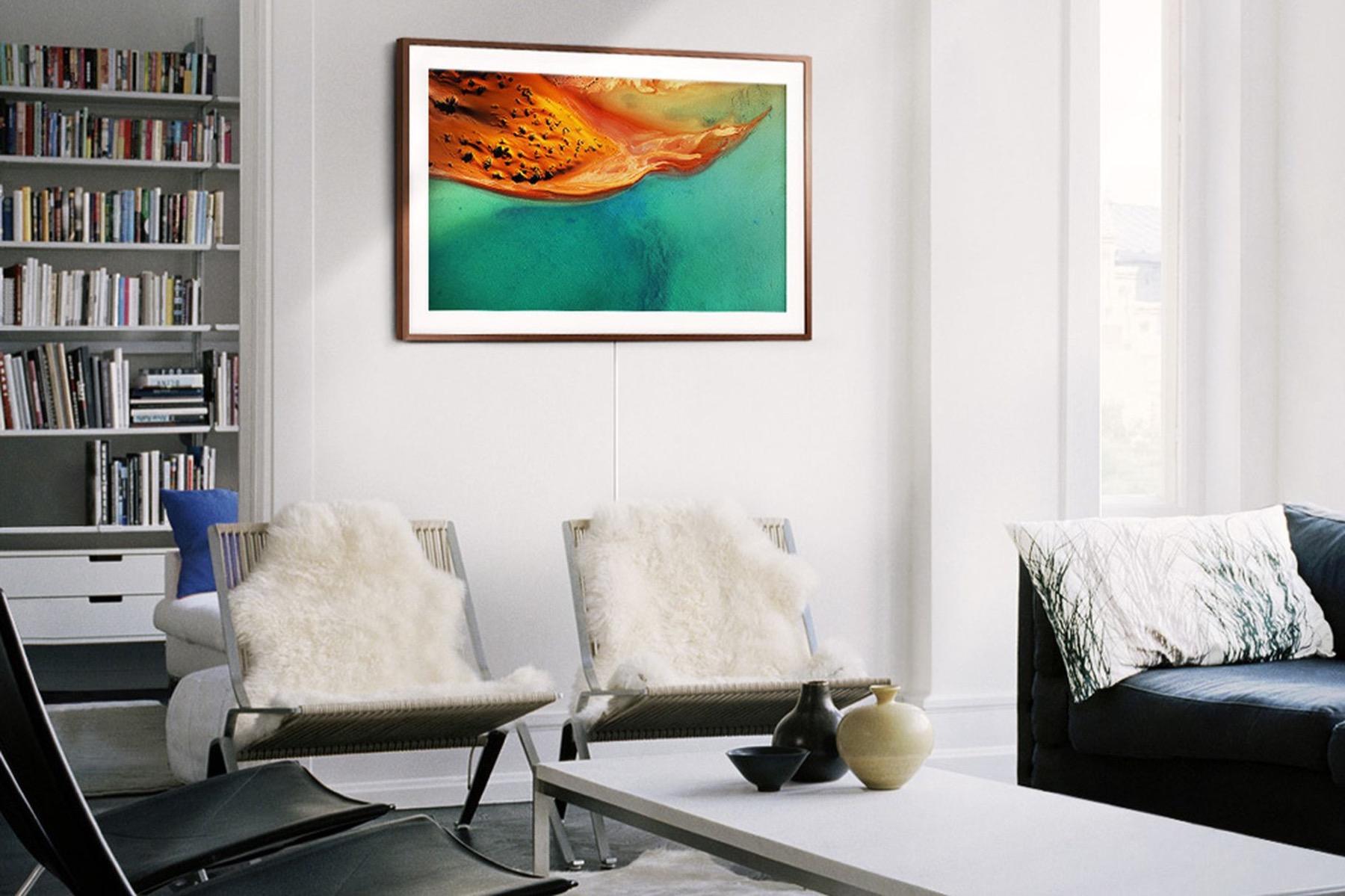 samsung aktualisiert seine tvs im bilderrahmen design. Black Bedroom Furniture Sets. Home Design Ideas