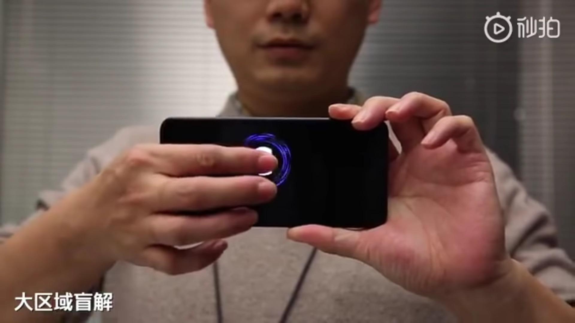 Xiaomi-CEO-demonstriert-displayf-llenden-Fingerscanner