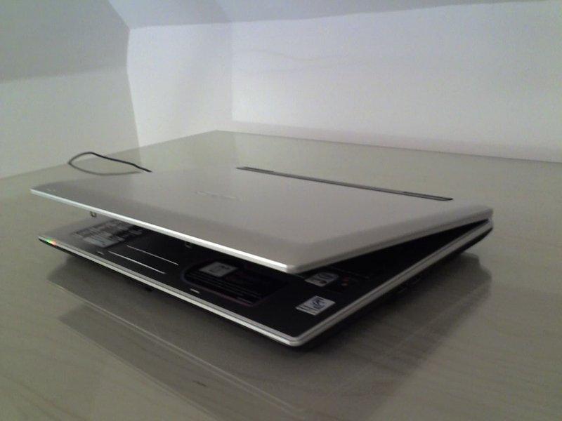 user test asus a8js das 14 raumwunder notebook tests. Black Bedroom Furniture Sets. Home Design Ideas