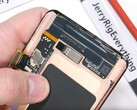 JerryRigEverything-Video zeigt massive Heatpipe des Samsung Galaxy S10 im Teardown.