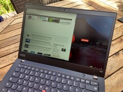 Lenovo ThinkPad T490 mit Low-Power-Display im Außeneinsatz
