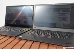 ThinkPad X1 Extreme 4K (links) vs. FHD (rechts) in der Sonne