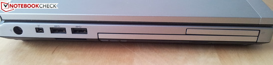 Linke Seite: AC, FireWire, 2 x USB 3.0, CardReader (unter USB), DVD-LW, ExpressCard54
