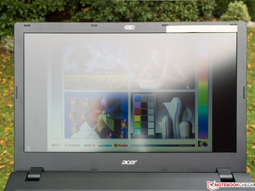 Acer TravelMate P257-M-56AX in Richtung Sonne