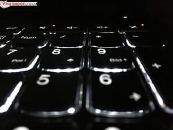 Je nach Sitzposition kann die Tastaturbeleuchtung etwas blenden.