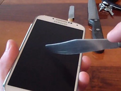 Video: Smartphone Galaxy S4 im Kratztest